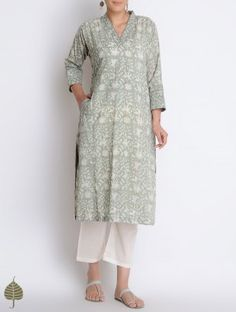 Green Block Printed Cotton Kurta with Pockets by Jaypore Kurta Designs Women, Blouse Designs, Kinds Of Clothes, Clothes For Women, Printed Kurti Designs, Kurta Cotton, Kurta Patterns, Indian Outfits, Indian Attire