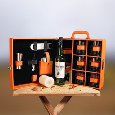 Complete your home bar collection with this designer & modern Whiskey bar Case Whisky Bar, Whiskey, Wine Case, Bar Accessories, Bar Set, Glasses, Modern, Leather, Collection