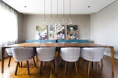O projeto assinado pelo escritório Triplex Arquitetura é repleto de soluções criativas. Conheça essa decoração descontraída na Revista Westwing.