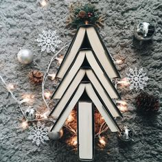 Day #15 of #aBookishHoliday - Bookish Tree