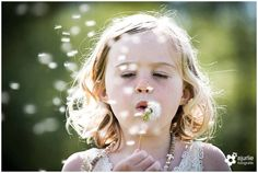 Photo reportage Communion: Jamie in the forest. Nice those shoes with flowers - Hobby Photography, Children Photography, Portrait Photography, Childhood Images, Childhood Memories, Kind Photo, Little Girl Photos, Foto Shoot, Photography Challenge