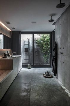 salle-de-bain-beton-cire-style-industriel-meuble-lavabo-bois