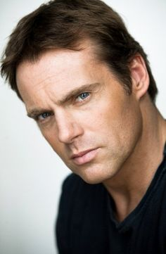 Major TV crush on Michael Shanks (Daniel Jackson SG-1). Michael Shanks is pretty awesome.