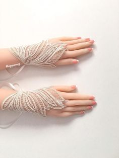 54 Stunning Wedding Gloves Ideas To Glam Up Your Wedding Hand Jewelry, Womens Jewelry Rings, Wedding Jewelry, Gold Gloves, Lace Gloves, Bridesmaid Bracelet, Wedding Bracelet, Hand Accessories, Wedding Accessories