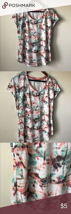Cato printed palm tree t-shirt Printed palm tree tee - u-neckline - size M Cato Tops