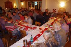 Contents1 Isle of Islay2 Die verkosteten Whiskies:3 300 Euro für einen guten Zweck4 Bilder vom Abend Isle of Islay Am Freitag den 11. Dezember 2015 fand in der Gaststätte Lehmsiek ein Whisky Tasting mit Schwerpunkt Isle of Islay statt. Begleitet von einem tollen Dreigangmenü hatten 54 Teilnehmer die Gelegenheit die einzigartige Hebriden Insel und ihre …