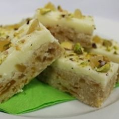 This mouth-watering chocolate and ginger combination is supplied by The Pie Society. Desserts With Biscuits, Köstliche Desserts, Delicious Desserts, Dessert Recipes, Raw Food Recipes, Baking Recipes, Sweet Recipes, Yummy Recipes, Apricot Slice
