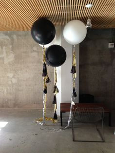 Black and white geronimo ballons with streamers flanking silver 40th foil letters