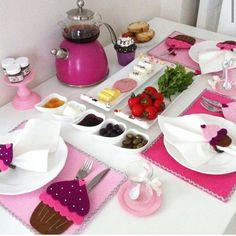 Breakfast Presentation, Food Presentation, Kitchen Themes, Kitchen Decor, Breakfast Platter, Turkish Breakfast, Brunch, Kitchen Necessities, Table Arrangements