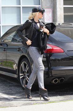 Gwen Stefani arrives in style in her Porsche Panamera.