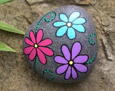 A handpainted pebble featuring 3 pretty flowers. Posted via Royal Mail signed for. Pebble Painting, Dot Painting, Pebble Art, Stone Painting, Rock Painting Patterns, Rock Painting Ideas Easy, Rock Painting Designs, Painted Rocks Craft, Hand Painted Rocks
