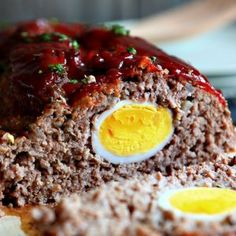 This Meatloaf Recipe is not only delicious, but it has an amazing magical surprise in the middle! Meatloaf Recipe Grandma handed down her famous meatloaf recipe and I have made it at least once a Famous Meatloaf Recipe, Meatloaf Recipes, Beef Recipes, Healthy Meatloaf, Mince Recipes, Beef Meals, Famous Recipe, Hamburger Recipes, Cheesy Meatloaf