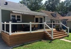Deck railing isn't just a safety and security attribute. It can include a stunning aesthetic to mount a decked area or deck. These 36 deck railing ideas reveal you just how it's done! Cheap Privacy Fence, Privacy Fence Designs, Patio Deck Designs, Front Yard Design, Patio Design, Back Deck Designs, Diy Fence, Privacy Screens, Stair Railing Kits