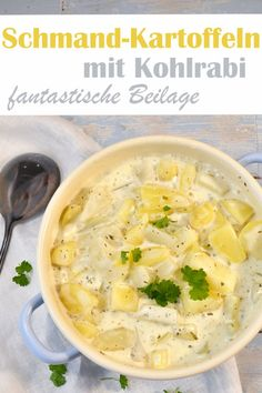 Schmandkartoffeln mit Kohlrabi, eine großartige Beilage, schmeckt der ganzen Familie, besonders Kindern, dazu passen Würstchen oder Frikadellen etc. All in One Thermomix potato al horno asadas fritas recetas diet diet plan diet recipes recipes Crock Pot Recipes, Healthy Dinner Recipes, Vegetarian Recipes, Chou Rave, Side Dishes, Main Dishes, Easy Meals, Food And Drink, Food Dinners