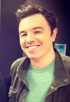 so adorable. :) he's kind of an ass... but he's a cute ass. and he speaks his mind without caring what other people think. which makes him sexy. <3 and that smile :D #sethmacfarlane