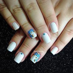 Nails #linda #delicada #botaozinhos #rosa #madahsantana #manicure #nailart #naoéadesivo #tudofeitoamaolivre #traçolivre #amooquefaço ❤️