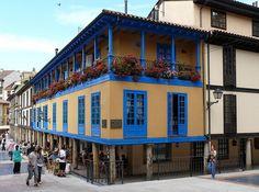 Oviedo. Casas con soportales en la plaza del fontan,Oviedo Asturias