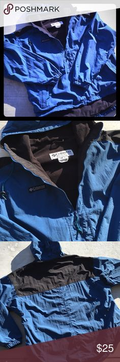 💦 Vintage men's Columbia pullover Men's size XL. Blue and black lightweight but warm 1/2 zip jacket pullover. Minor fading but in good used condition. No holes. Zippers, hood strings and pulls intact. Columbia Jackets & Coats