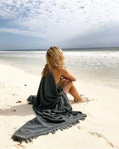 Beach Photography Poses, Beach Poses, Beach Portraits, Beach Boudoir, Beach Shoot, Beach Trip, San Tropez, Cute Beach Pictures, Instagram Beach