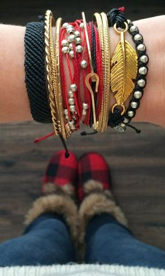 Pura Vida Bracelet Style Pack featuring their Flat Braided, Platinum, Studded, and Gold Feather Collection. #streetstyle  #accessories