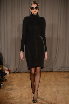 Zac Posen FW14 - Minimal fashion is an easy way to achieve a polished, professional and powerful look with little effort.
