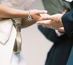 This website tells you all the average costs of wedding things!