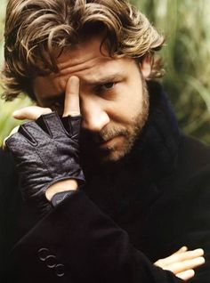 Russell Crowe  Google Image Result for http://backseatcuddler.com/wp-content/uploads/2009/03/russell_crowe_1.jpg