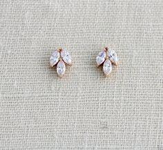 Raw Geode Crystal Earrings, Pale Yellow Crystal Jewelry for Her, Crystal Bridal Earrings, Anniversary Girlfriend Wife, Pastel Gift - Fine Jewelry Ideas Bridal Bracelet, Bridal Earrings, Bridal Jewelry, Wedding Earrings Studs, Boho Jewelry, Jewelery, Jewelry Necklaces, Amethyst Earrings, Rose Gold Earrings