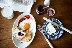 inky-feathers:  breakfast (by hokipoki)