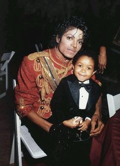 Michael Jackson and Emmanuel Lewis, AMA's 1984 Paris Jackson, Mike Jackson, Jackson Family, Michael Jackson Bad Era, Michael Jackson Thriller, The Jacksons, King Of Music, Pop, Artists