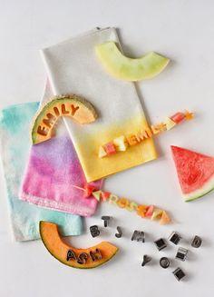 Do it: Väriä lautasliinoihin