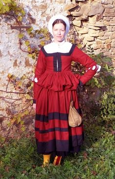 Mampfrau        inspired by Norimberg graphics in Germanisches Nationalmuseum (Inv.numb.- H 503, H 501, H 499) (ca 1530). Dress (kleid) is made of red and black wool. Leather pouche holds on narrow belt.. On the head woman wears white steuchlein.     Next pages depict hemd and stocking.