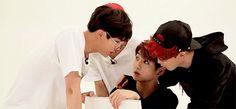 Mama Jin talking with her kids?  CUTIES.