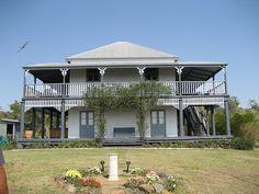 Ideas Home Plans Australia Living Spaces For 2019 Australian Architecture, Australian Homes, Queenslander House, Passive Design, Modern Stairs, Cottage Farmhouse, Australia Living, Farmhouse Lighting, Exterior House Colors