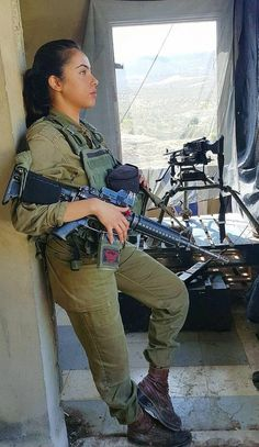 Israeli Female Soldiers, Idf Women, Outdoor Girls, Brave Women, Military Women, Girls Uniforms, Girls Rules, Badass Women, Poses