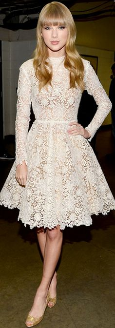 Who made  Taylor Swift's long sleeve white lace dress and gold glitter pumps that she wore in Nashville on December 5, 2012?