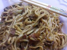 TITULKA / recepty / RECEPT: Chutné čínske opekané rezance s kuracím mäsom a vajcom RECEPT: Chutné čínske opekané rezance s kuracím mäsom a vajcom 23. 2. 2018 | Nela | Smažené cestoviny na čínsky spôsob. Recept ako ich pripraviť s mäsom, aj bez mäsa, alebo ako verziu pri bezlepkovej diéte.RECEPT: Chutné čínske opekané rezance s kuracím mäsom a vajcomRecept na čínske opekané rezance s kuracím mäsom. Foto - autorkaPred nami je víkend. Opäť otázka čo budete variť? Chc Spaghetti, Ethnic Recipes, Food, Meal, Essen, Noodle
