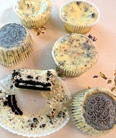 Recipe is not in English but it looks like cheesecake and oreos to me. I can do that :)