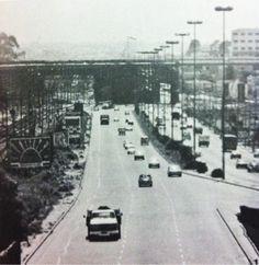A Radial Leste com estes postes de iluminação, na década de 70.