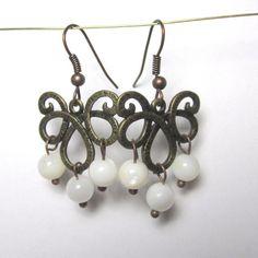Chandelier øreringe med hvide perler