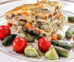 Acompañe la lasaña con vegetales asados.