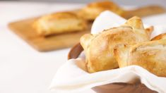 These traditional Chilean empanadas are filled with a mixture of ground beef, onions, raisins and black olives. Empanadas Recipe Dough, Beef Empanadas, Empanada Dough, Baking Recipes, Snack Recipes, Dessert Recipes, Chilean Empanada Recipe, Chilean Recipes, Chilean Food