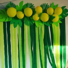Decoration leaves and balloons – – – Origami Safari Theme Birthday, Dinosaur Birthday Party, 1st Birthday Parties, Lion King Birthday, Moana Party, Jungle Party, Tropical Party, Luau Party, Animal Party