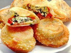 Они даже вкуснее чебуреков! Хрустящее тесто идеально сочетается с ароматными помидорами, творожной начинкой, чесноком и зеленью, они получаются очень сочными и ароматными! Состав: Тесто:  Мука — 3,5с…