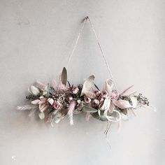 12 Must-Try Trends for Dried Flowers - Weihnachtsdeko Hauseingang Floating Flowers, Hanging Flowers, Paper Flowers, Dried Flower Wreaths, Dried Flowers, Deco Floral, Floral Design, Corona Floral, Hanging Jars