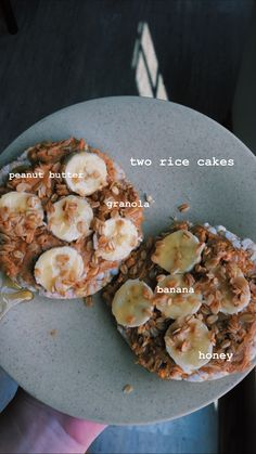 Two Rice Cakes, Peanut Butter, Banana, Granola, and Honey! Healthy Meal Prep, Healthy Snacks, Healthy Eating, Healthy Recipes, Smoothie Bowl Vegan, Smoothie Recipes, Healthy Breakfast Smoothies, Food Goals, Aesthetic Food