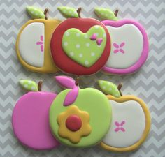 Sweet Apple Decorated Sugar Cookies by DolceDesserts on Etsy - apple for the teacher - end of term gifts Summer Cookies, Fancy Cookies, Cut Out Cookies, Cute Cookies, Cupcake Cookies, Cupcakes, Apple Cookies, Iced Cookies, Cookies Et Biscuits