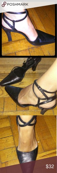 Ralph Lauren heels. 👠 Size 8 Black, soft leather heels. Beautiful for office or with skinny jeans. They look sexy on. Shoes Heels