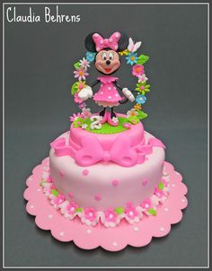 Claudia Behrens ~ Minnie Mouse Cake Totally in love with her cakes, awesome work! Mickey Mouse Cupcakes, Minni Mouse Cake, Mickey And Minnie Cake, Bolo Minnie, Minnie Mouse Birthday Cakes, Mickey Cakes, Mickey Birthday, Bolo Barbie, Friends Cake