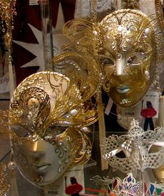 more golden masks Carnival Masks, Venetian Masks, Masquerade Masks, Dress Hairstyles, All That Glitters, Mardi Gras, Solid Gold, Venice, Finding Yourself